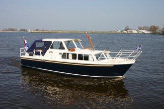 http://www.yachtcharterwetterwille.com/uploads/images/schepen-klein/linde_2017__3_.JPG