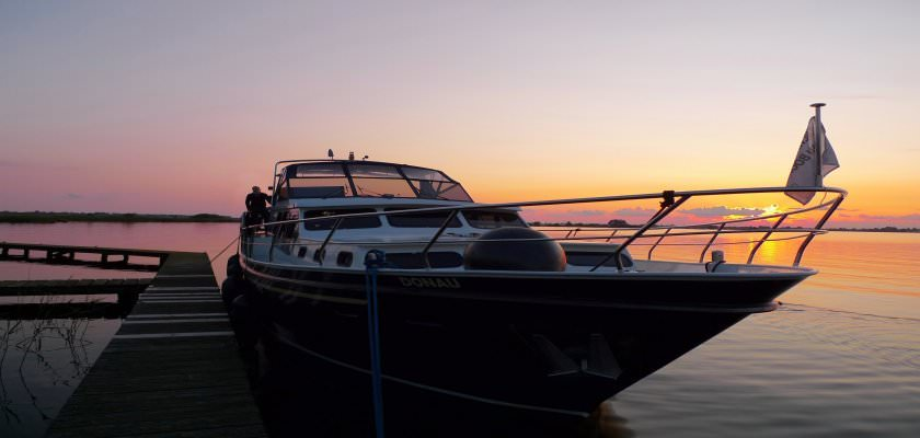 http://www.yachtcharterwetterwille.com/uploads/images/slider/Donau_zonsondergang.jpg