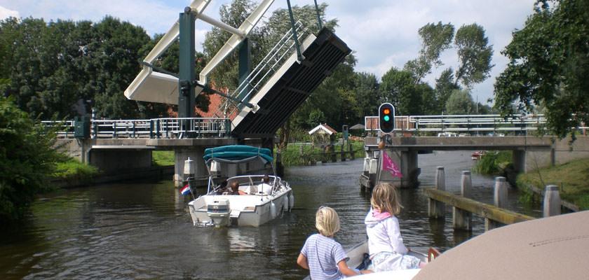 http://www.yachtcharterwetterwille.com/uploads/images/slider/picardie-brug.jpg